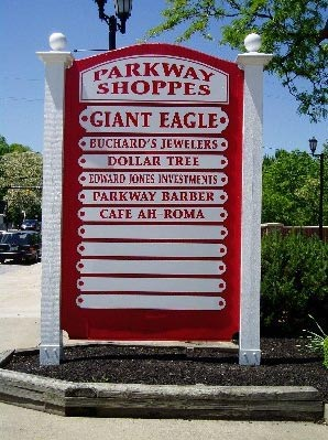 Parkway Shoppes Sign